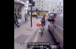 Special GirlPower : Une femme en velo arrache le rétroviseur de ses harceleurs en camionette !