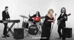 Aujourd'hui âgée de 97 ans elle chante du Death metal, tourne des clips…  Cette survivante de la Shoah est la vedette d'un  documentaire qui retrace sa vie.  «Le Heavy Metal? C'est parce que je ne sais pas chanter»🎸